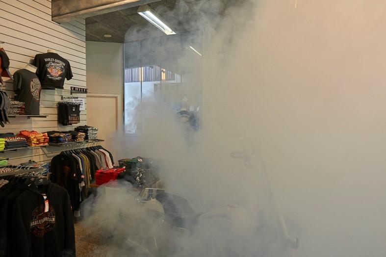 La niebla de seguridad oculta las costosas chaquetas Harley-Davidson
